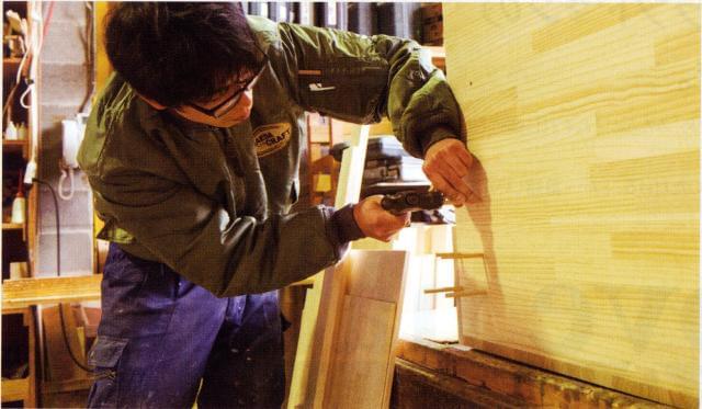 素材・塗料・手仕事にこだわるMadein中崎町。店舗什器も手がけ、インテリア・レイアウトを総合提案することも☆