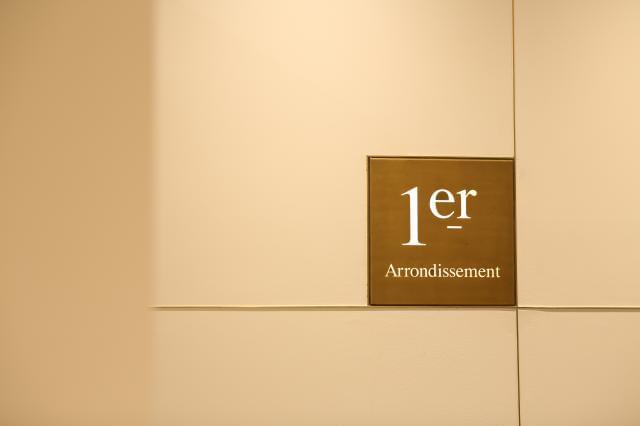 当社は<1er Arrondissement><FRAPBOIS>などの人気ブランドを展開しています。