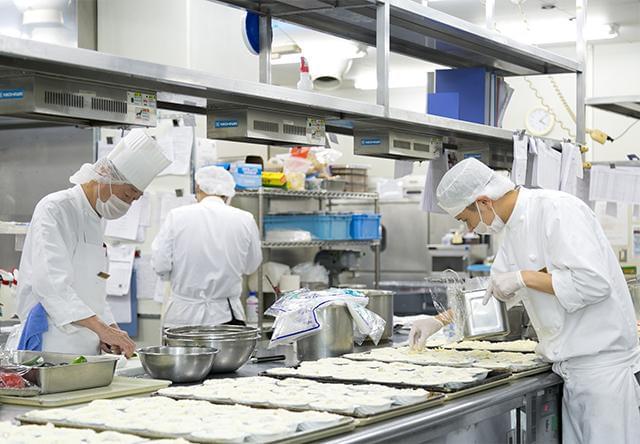 明治海運グループの5つのホテルが集まり、料理のコンテストも開催。常に技術を高め合っています。