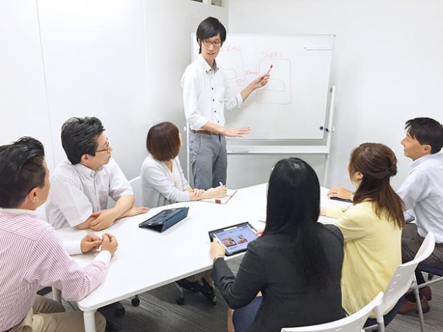 毎朝のミーティングをすることで部署内のコミュニケーションもバッチリ!何でも話せる雰囲気があります。