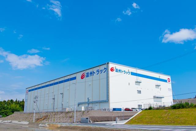 掛川市南西郷に新倉庫がオープンしました! 業績好調の遠州トラックで、正社員を積極採用中です。