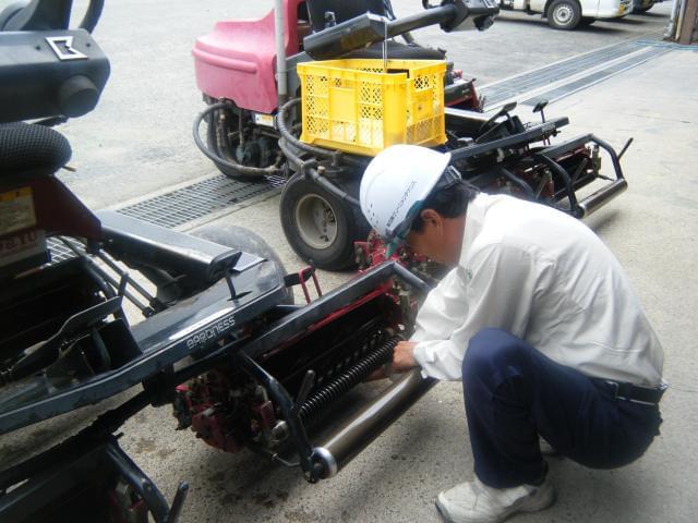 メカニックは自動車や農作業機械のメンテナンス経験が活かせるお仕事です。