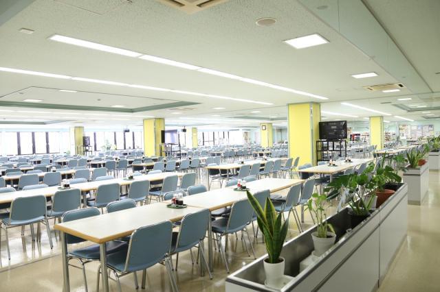 格安で美味しいご飯が食べられる食堂あり! うどん150円~、定食300円~☆