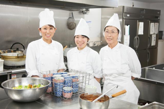 給食調理の経験者優遇!働き方改革を行っており、現場の方が働きやすい職場環境を目指しております!安心・充実の待遇!