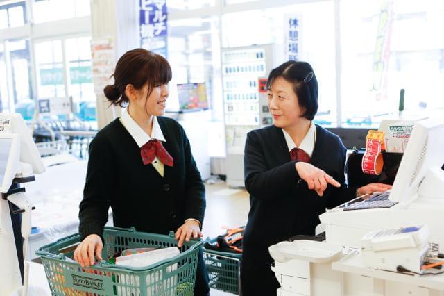 創業100年以上の歴史あるスーパーマーケットで働きませんか♪ 未経験の方も先輩スタッフが丁寧にお教えします♪