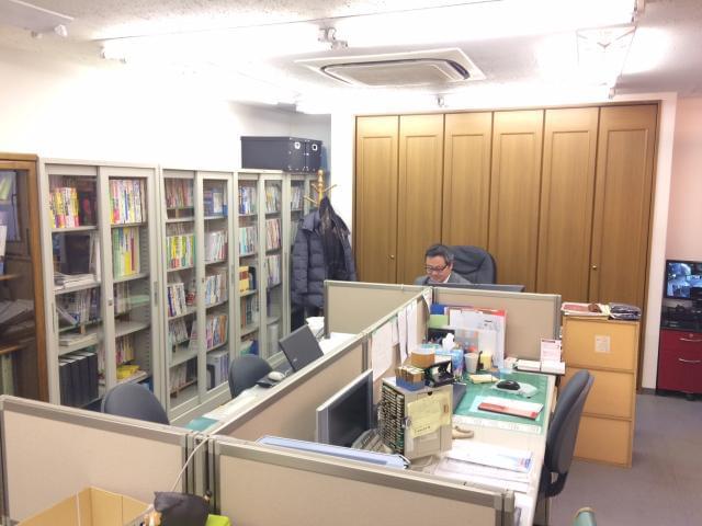 「王子神谷駅」から徒歩5分。オフィスは清潔感があり、気持ちよく安心して働いて頂ける環境です。